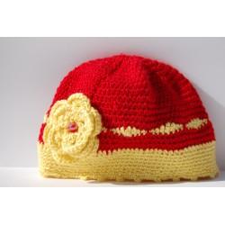 Cappello con fiore uncinetto