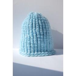 Cappello in lana azzurra uncinetto
