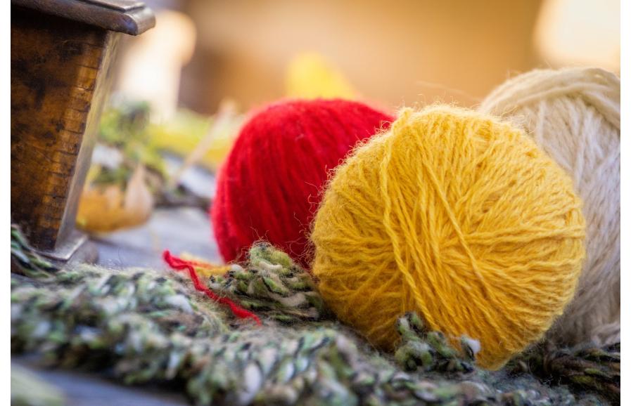 Scegliere il filato giusto da lavorare a maglia o all'uncinetto.