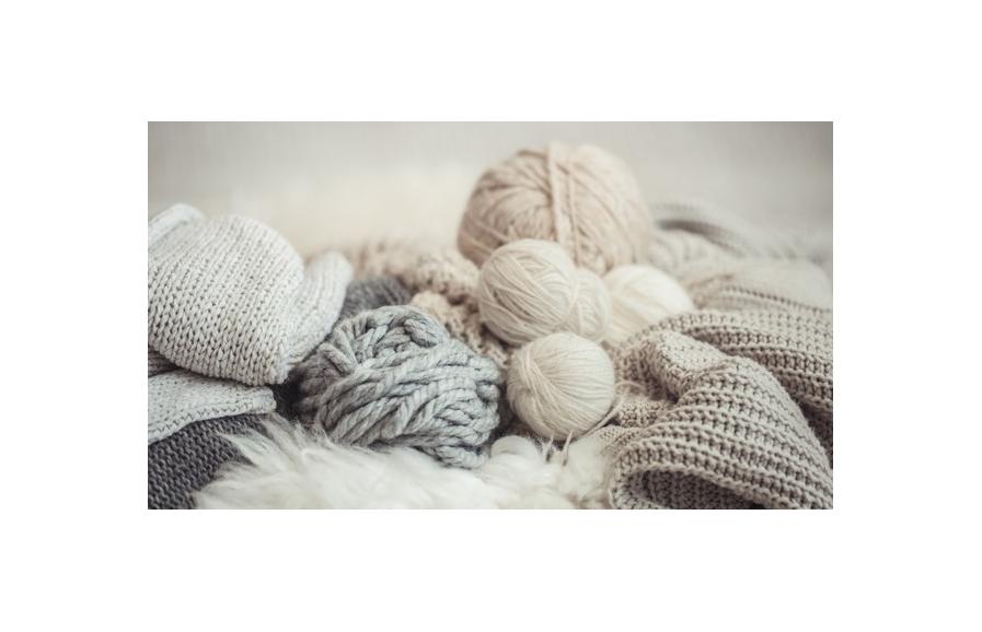 I vari passaggi che un gomitolo di lana esegue prima di arrivare nelle nostre mani